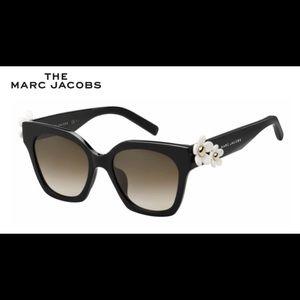 ✨HP✨designer marc jacobs daisy sunglasses